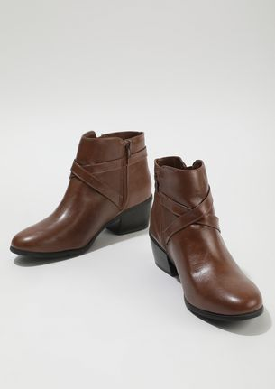 CROSS CHECKING BROWN ANKLE BOOTS