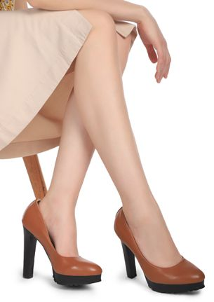 THE CORPORATE BABE CAMEL BROWN PUMPS