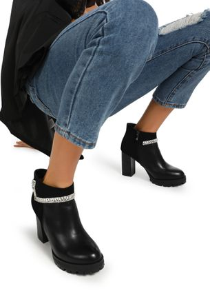 CITY STROLLING BLACK ANKLE BOOTS