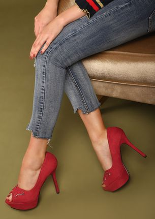 UNDER BUTTERFLY EFFECT RED PEEP-TOE PUMPS