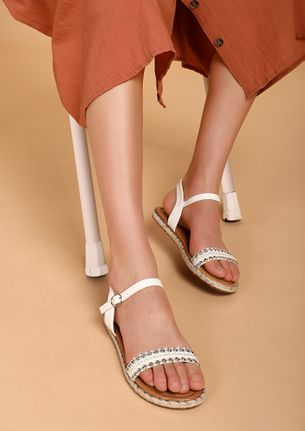 TRULY SUMMER WORTHY WHITE FLAT SANDALS