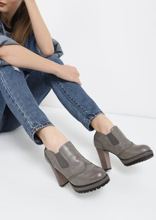 ON THE WINGS GREY ANKLE BOOTS