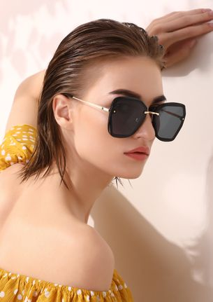LET'S BE ALONE BLACK RETRO SUNGLASSES