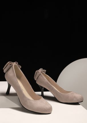 BACK IN THE BOW BEIGE PUMPS