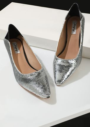 THE PARTY CRASHER SILVER PUMPS