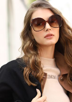 NEED A MOMENT THESE BROWN RETRO SUNGLASSES