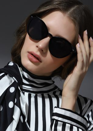 MIND YOUR SELF SWEETHEART BLACK ROUND SUNGLASSES