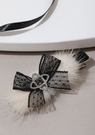 LONG DECEMBER IVORY HAIR CLIP