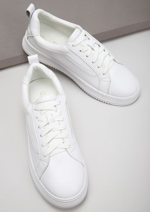 FOLLOW THE LEAD WHITE TRAINERS
