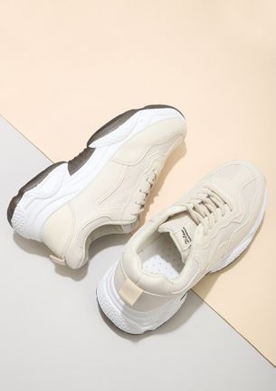 GYM CLASS HEROES BEIGE TRAINERS