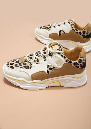 THE HUNTRESS BROWN TRAINERS