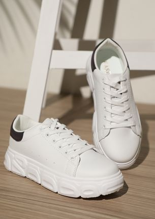 BACK IN THE DAYS BLACK WHITE TRAINERS