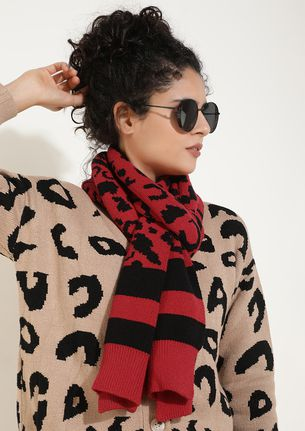 PRINT ME HERE RED KNITTED SCARF