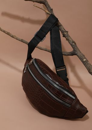 KEEPING IT CLOSE BROWN FANNY PACK