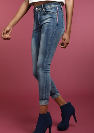 ALWAYS ON A MOVE BLUE CROPPED JEANS