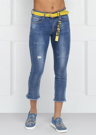 Cropped Jeans with an additional Yellow Belt