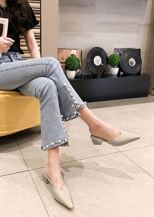 STAND OUT BEIGE HEELED SANDALS