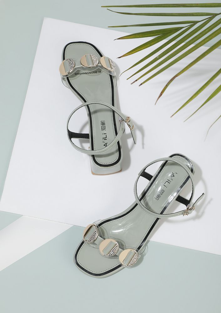 PRETTY DISCS ON PASTEL GREEN HEELED SANDALS