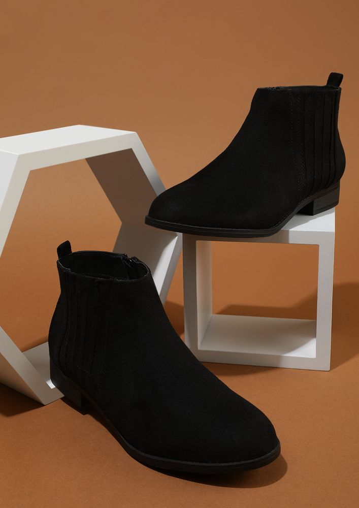 THE PARADERS' CHOICE BLACK ANKLE BOOTS