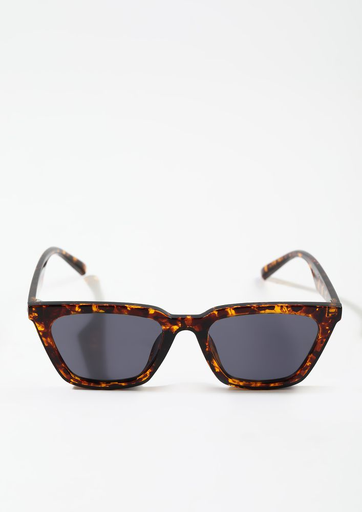 PLAYING COOL AMBER BROWN FRAME WAYFARERS