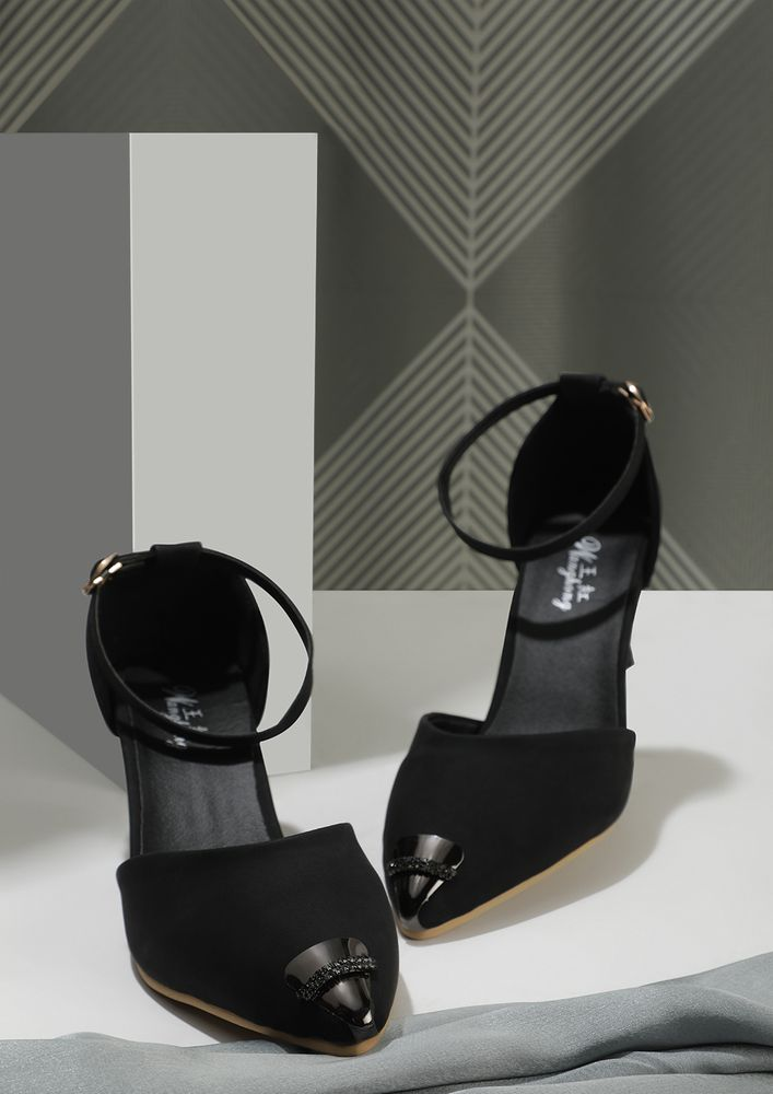 SETTING TRENDS BLACK INVERTED CONE PUMPS
