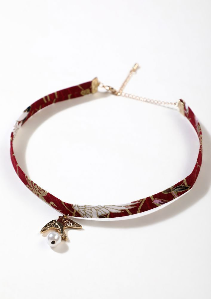 CLOSER TO THE SKY RED CHOKER