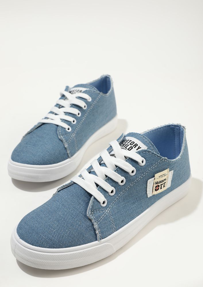 BREEZE THROUGH THE CITY BLUE TRAINERS