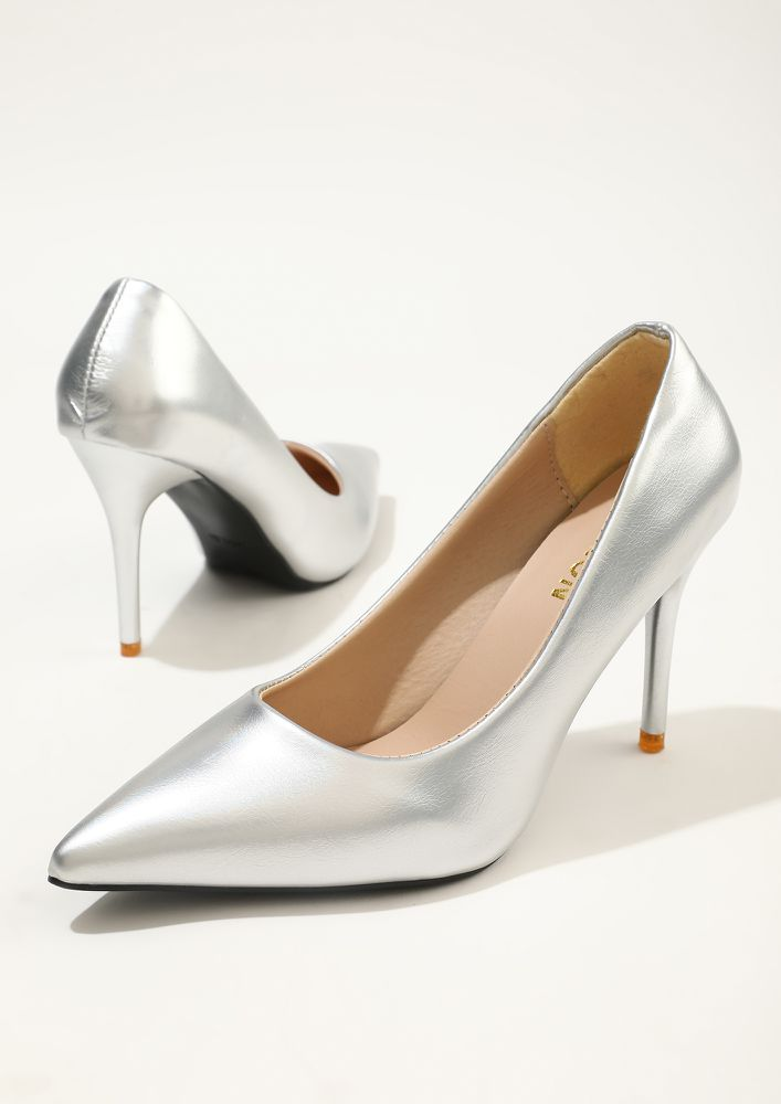 PARTY MODE ON SILVER PUMPS