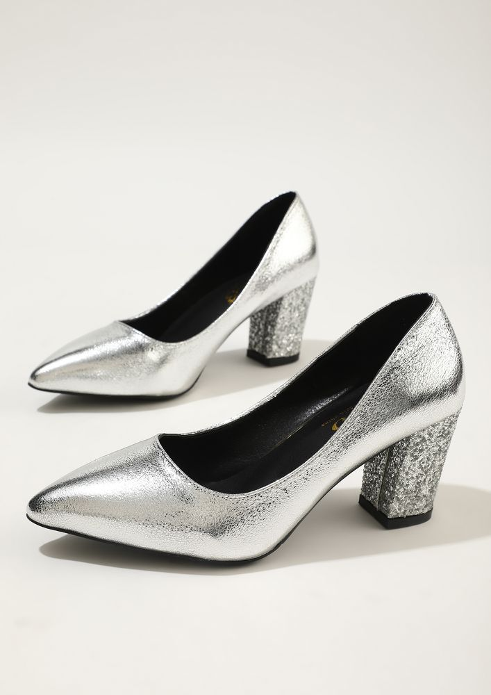STEP OUT IN SHIMMERING STYLE SILVER PUMPS