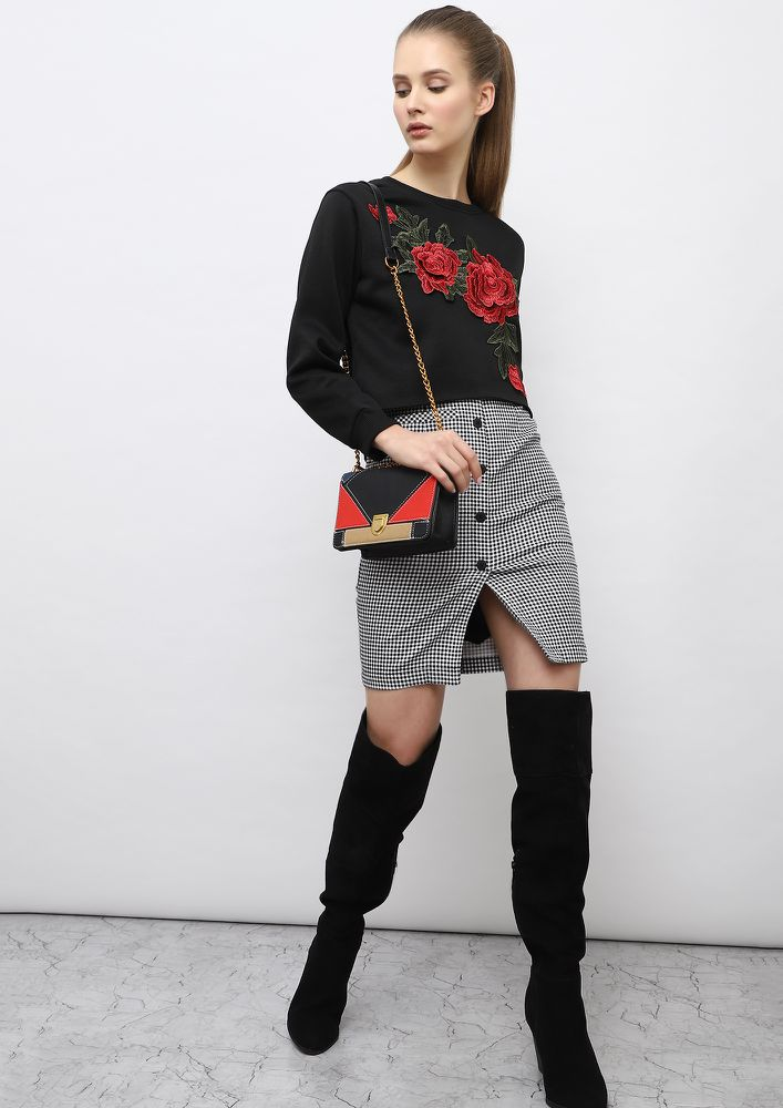 ITS ALL ABOUT THE ROSES BLACK SWEATSHIRT