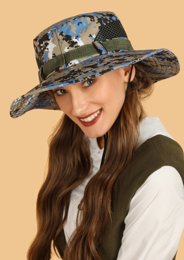 QUIRK UP WITH MULTICOLOR CAMO BOATER HAT