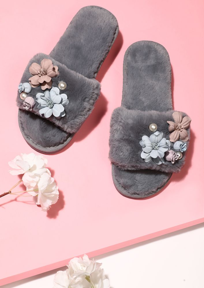 PRETTY ME FLOWER DAY GREY SLIDERS