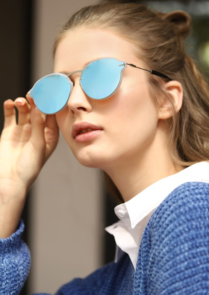 A LIL CORNERED  BLUE CAT-EYE SUNGLASSES