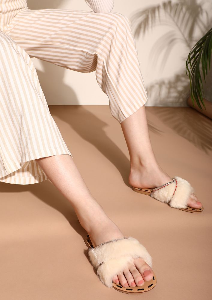 THE FURRY TOES WHITE SLIDERS