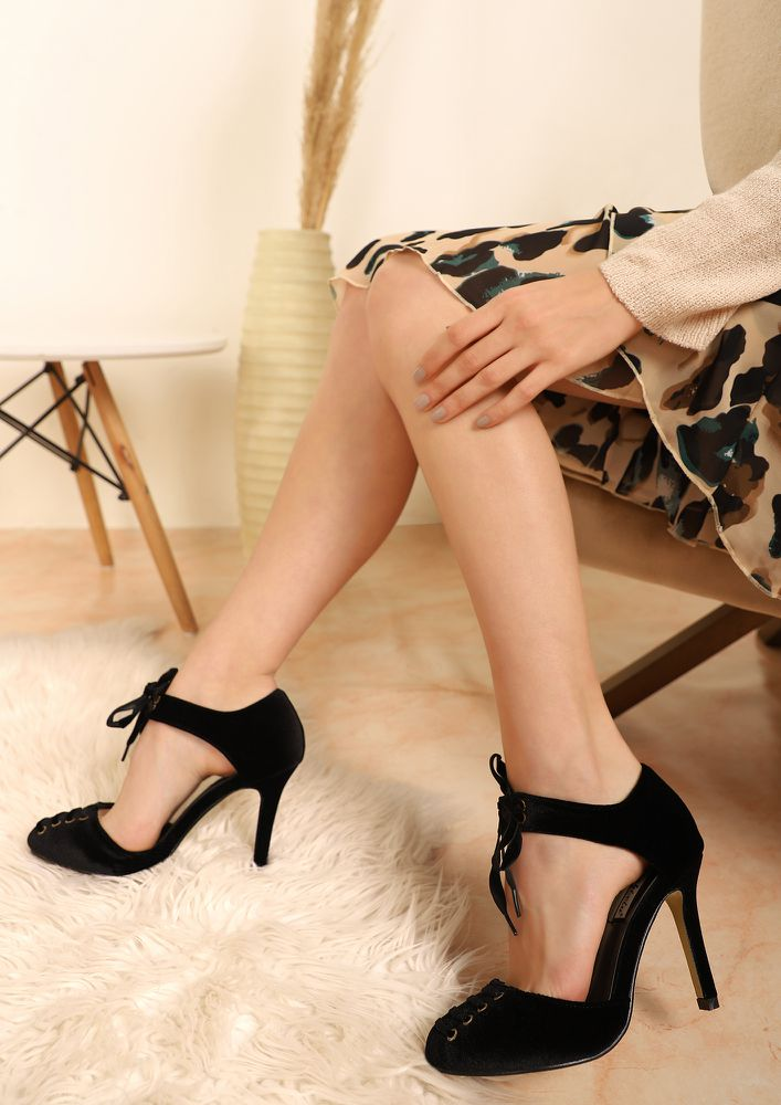 PICTURE PERFECT BLACK HEELED SHOES