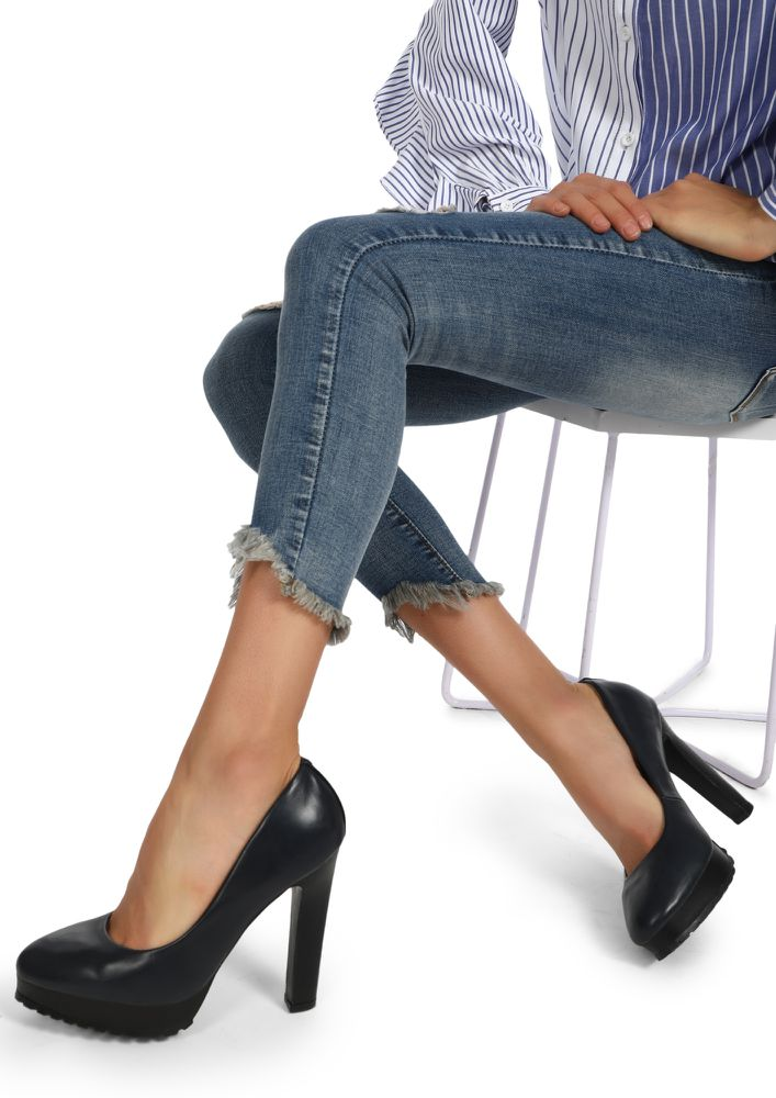 THE CORPORATE BABE NAVY BLUE PUMPS