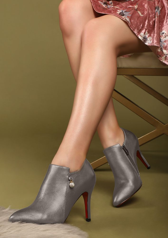 ALWAYS ON A MOVE SILVER GREY HEELED SHOES