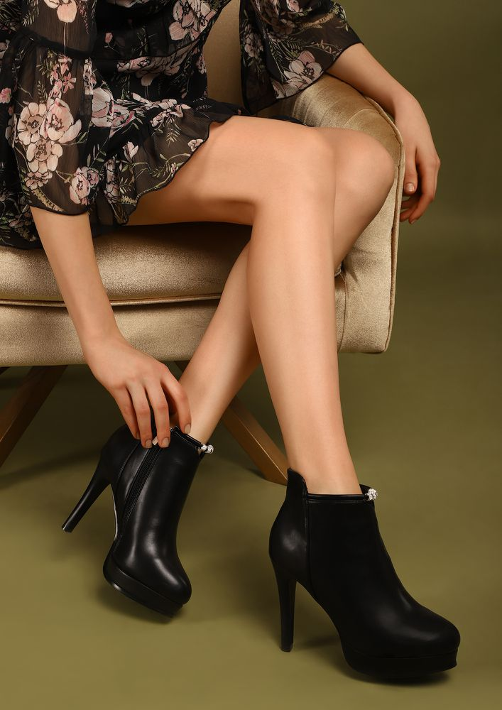 CAN'T DIM MY LUSTRE BLACK ANKLE BOOTS