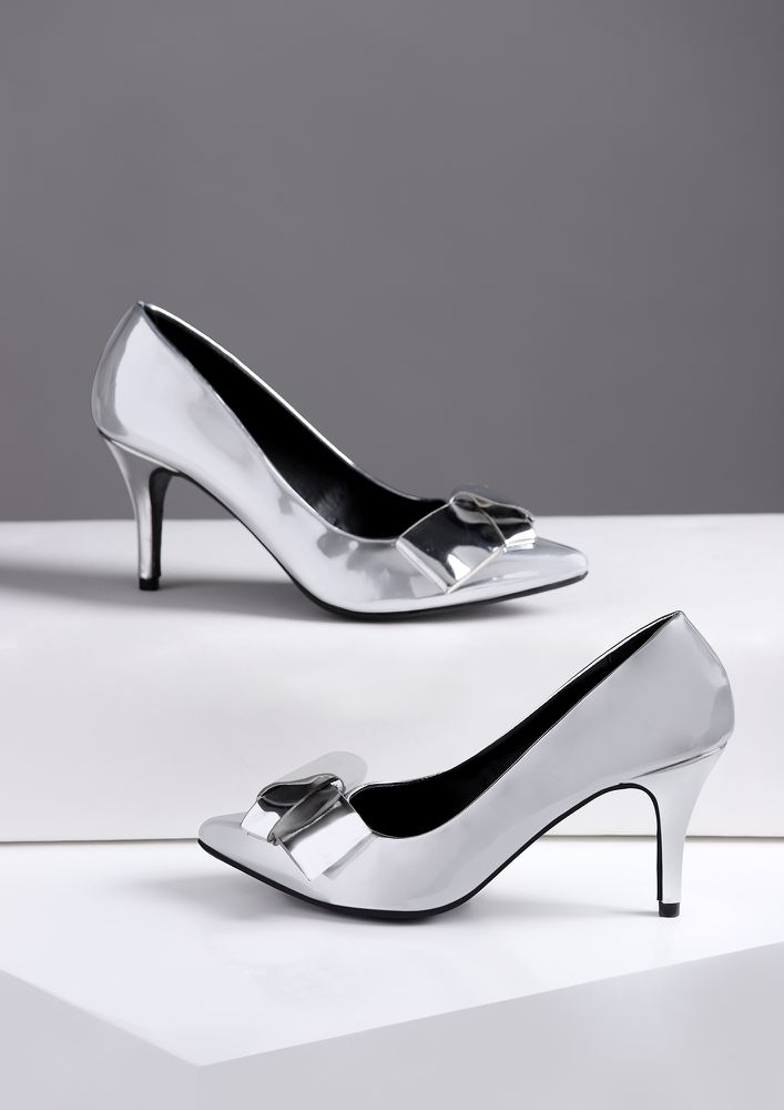 KEEP IT TO THE POINT SILVER PUMPS