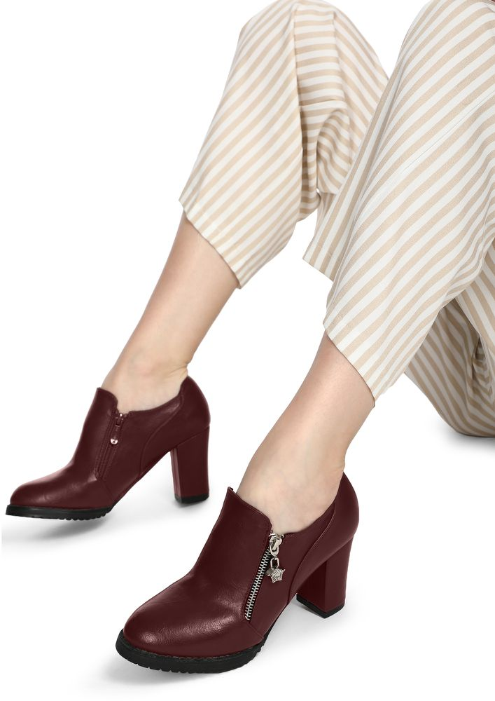 KEEP IN MIND BURGUNDY ANKLE BOOTS