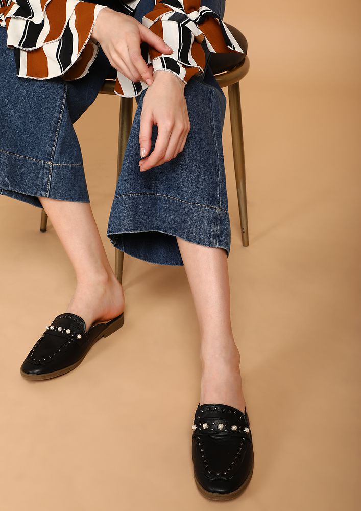 KILLING IT WITH STYLE BLACK MULE LOAFERS