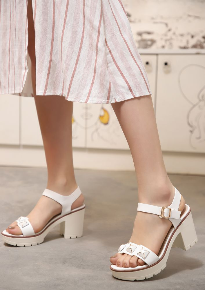 ROAMING AROUND THE CITY WHITE HEELED SANDALS
