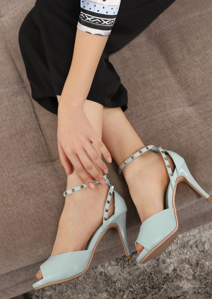 WORKIN' IT BLUE PEEP-TOE HEELS