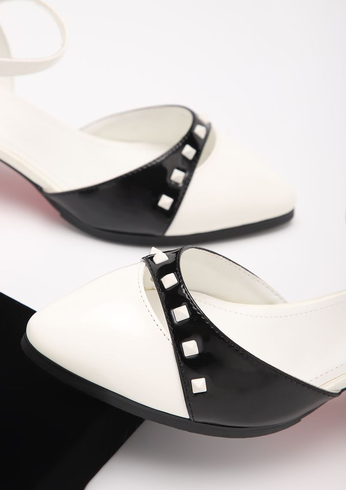 SUBTLE AND CLASSY BLACK AND WHITE HEELED SANDALS