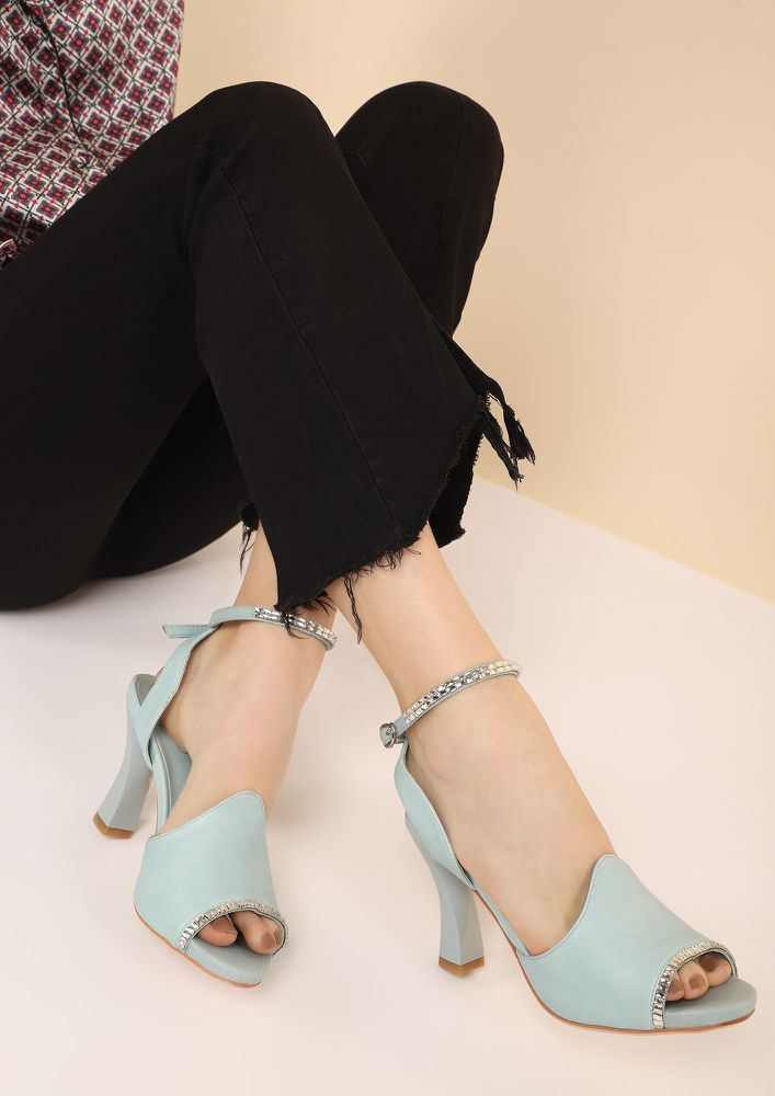 BUCKLE UP BLUE HEELED SANDALS