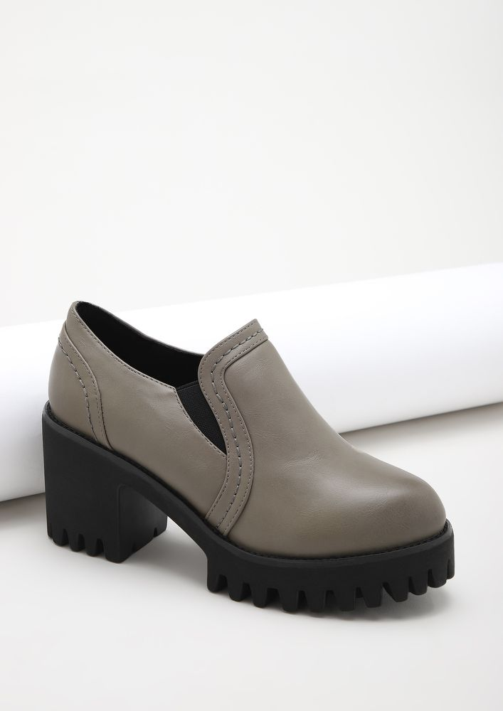 RUNNING BETWEEN BOARDROOMS GREY HEELED SMART SHOES