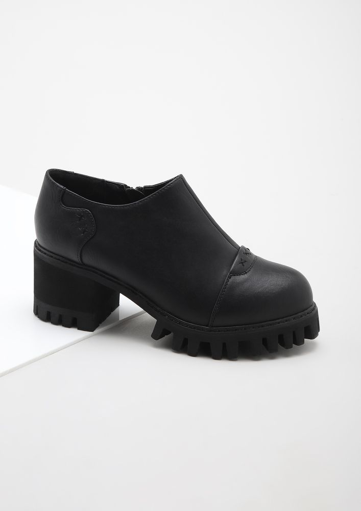 CHECKING MY TO-DO LIST BLACK HEELED SMART SHOES