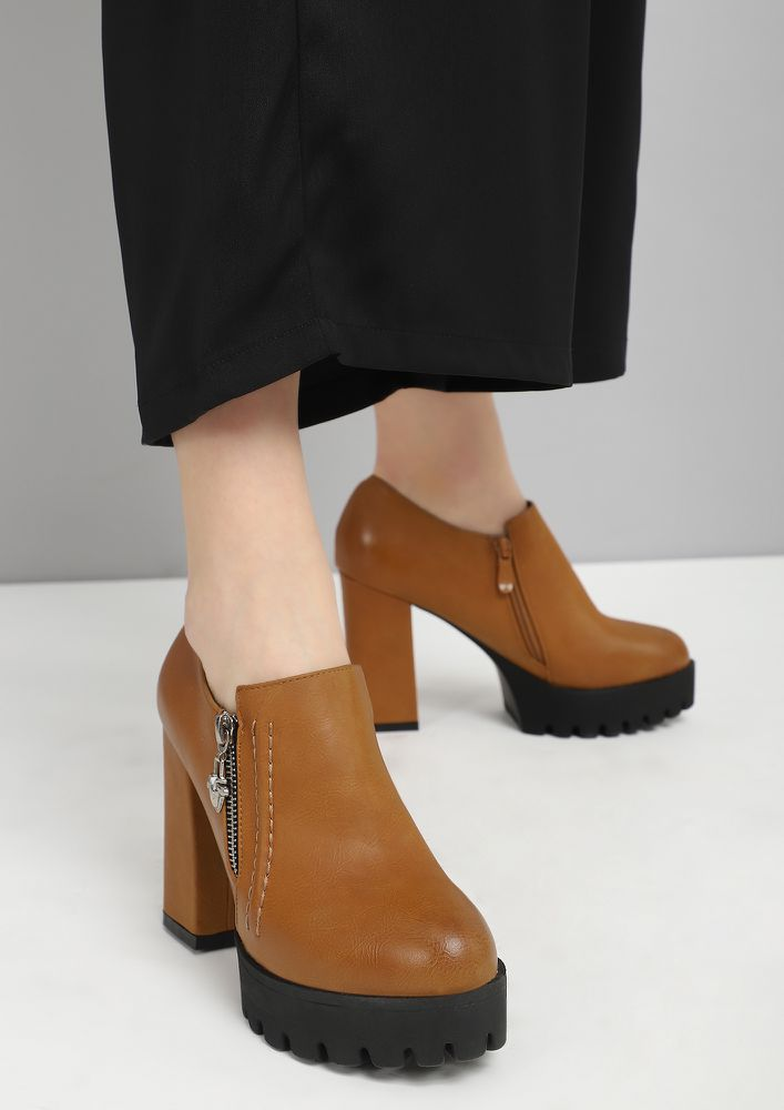 HIGH PROFILE BROWN HEELED SHOES