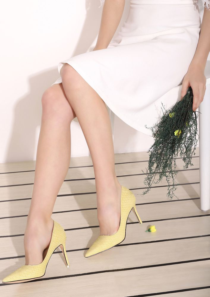 IT'S TOO COMPLICATED YELLOW PUMPS