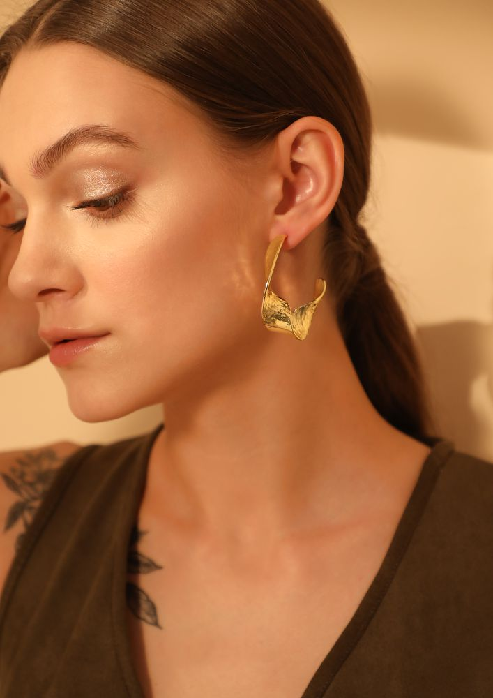 GOSS BABE GETTING DRESSY GOLDEN EARRINGS